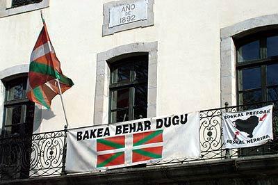 Von Bomben, Fisch und Borstentieren: Baskenland